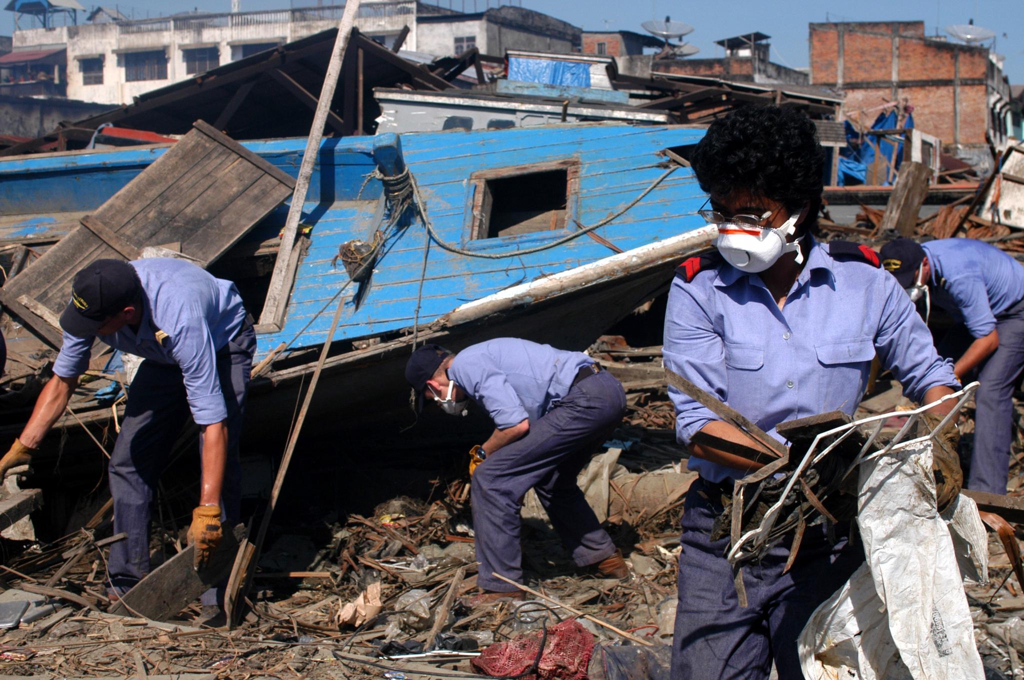 tsunami,indonésie,meulaboh,aceh,band aceh,mission beryx,humanitaire,militaire,assistance,marine,jeanne d'arc,porte-hélicoptères,r97,la jeanne