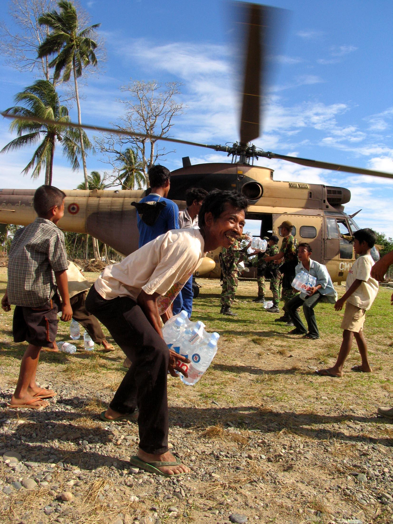 tsunami, indonésie, meulaboh, aceh, band aceh, mission beryx, humanitaire, militaire, assistance, marine, jeanne d'arc, porte-hélicoptères, R97, la jeanne