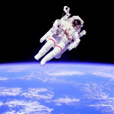 900px-Astronaut-EVA_edit_(1).jpg