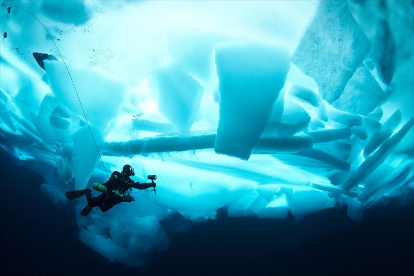 under the pole 3,ghislain bardout,emmanuelle perié,aventure,polaire,expédition,plongée,glaces,agence zeppelin geo,arctique,navire,why,voilier,antarctique,fonds explore,roland jourdain
