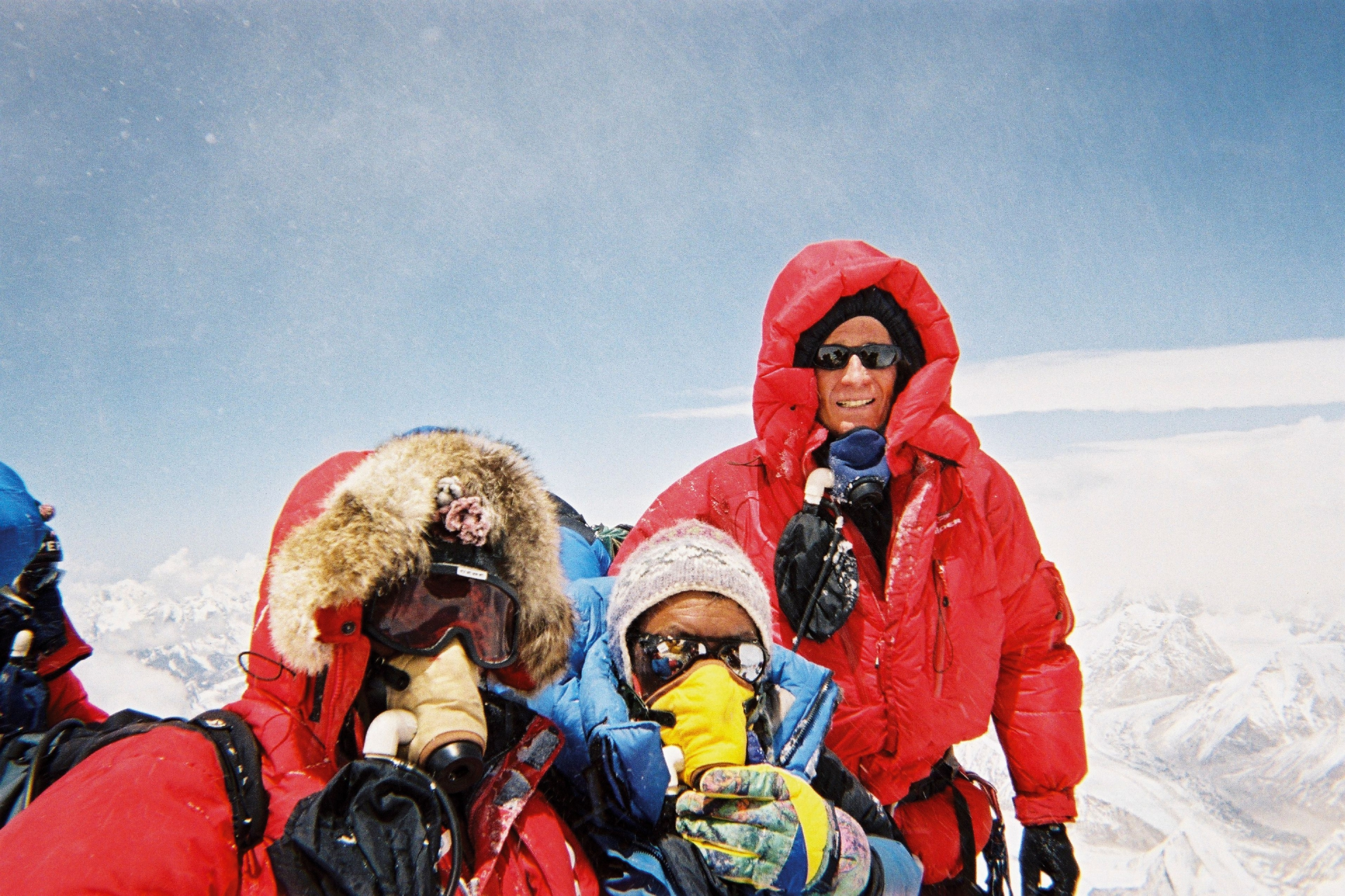 Sommet Everest Sherpa et Charles Hedrich +á droite.jpg