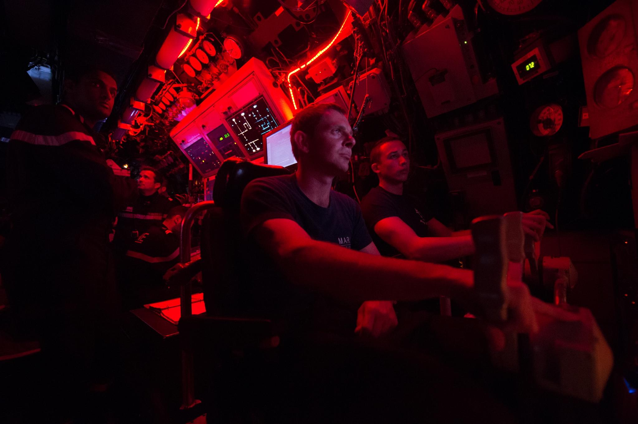 livre,immersion,sous-marin,mer,marine,militaire,marine nationale,embarquement,embarquée,embedded,journaliste,reporter,reportage,à bord je n'étais pas ls bienvenue,nathalie guibert,edition paulsen